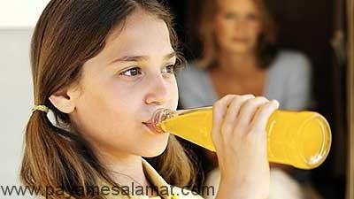 چرا باید مصرف کافئین برای کودکان محدود شود؟