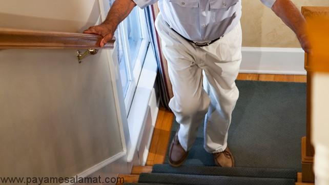 آیا بالارفتن از پله برای زانوها خطرناک است؟