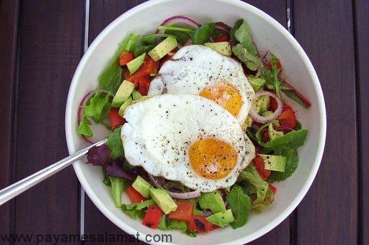 ۶ غذای کم کربوهیدرات که شما را بیشتر سیر نگه می دارند