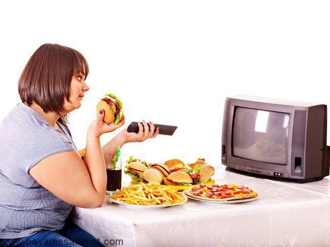 عواقب غذا خوردن جلوی تلویزیون