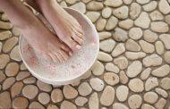 روش های رفع بوی بد پا به کمک درمان های خانگی، گیاهی و سنتی