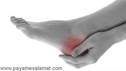 چه چیز باعث درد پاشنه پا می شود؟