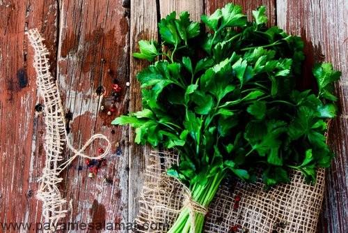 ۸ روش موثر برای درمان گل مژه