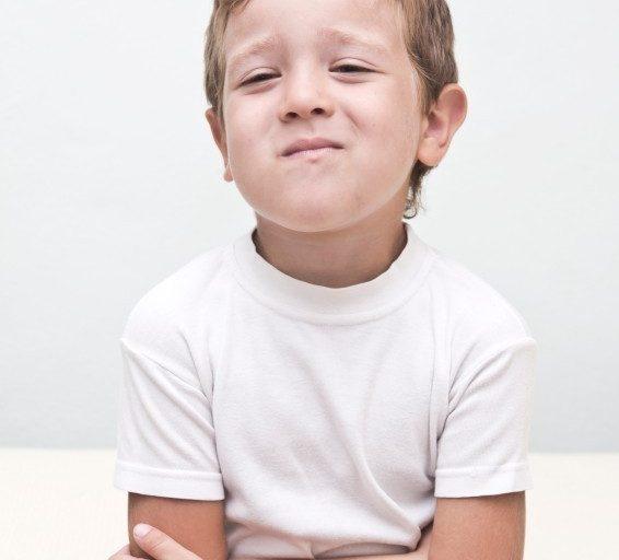 ۶ علت مهم درد شکم در کودکان