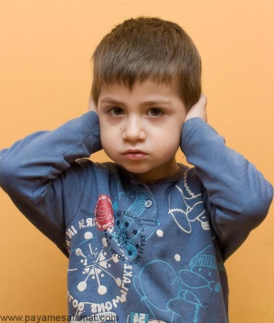 علائم اوتیسم در کودکان قبل از ورود به مدرسه و بعد از آن