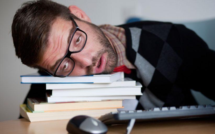 خستگی آدرنال ؛ علل، علائم و معرفی ۳ استراتژی مفید برای درمان آن