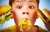 چاقی دوران کودکی: تاثیر تبلیغات تلویزیونی غذا و نوشیدنی ها در والدین