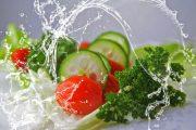 چه سبزی هایی را نباید خام خورد؟