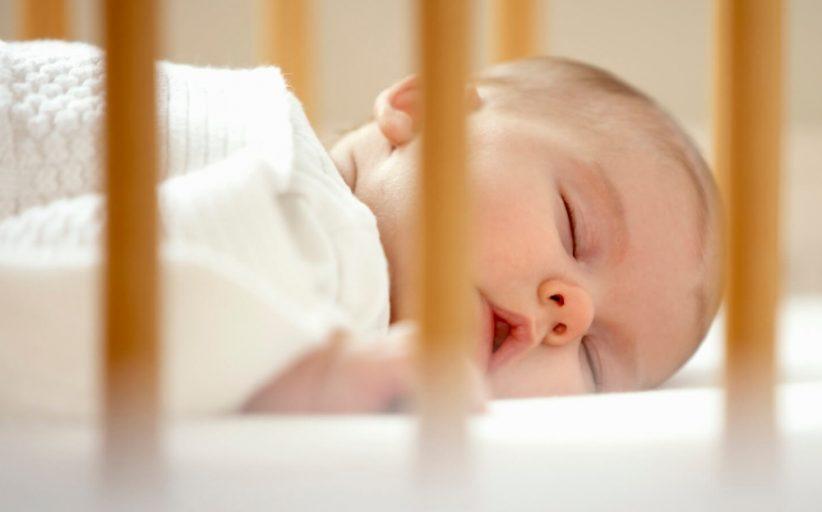 علت بی خوابی شبانه نوزادان چیست؟