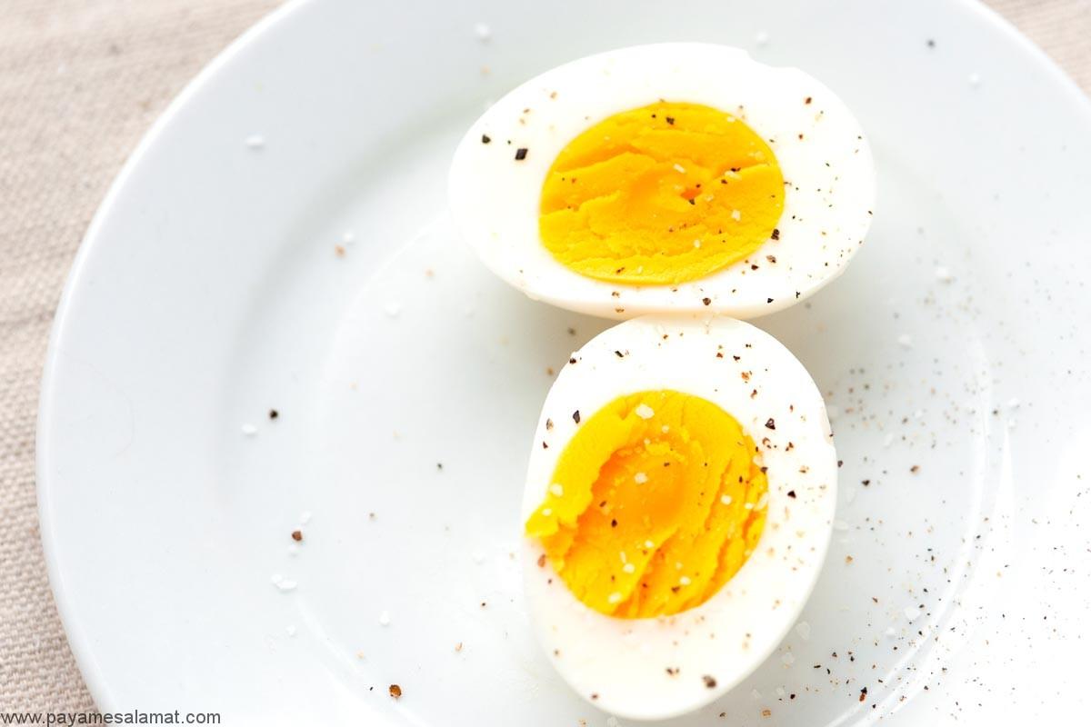 چقدر پروتئین در تخم مرغ پخته شده وجود دارد؟