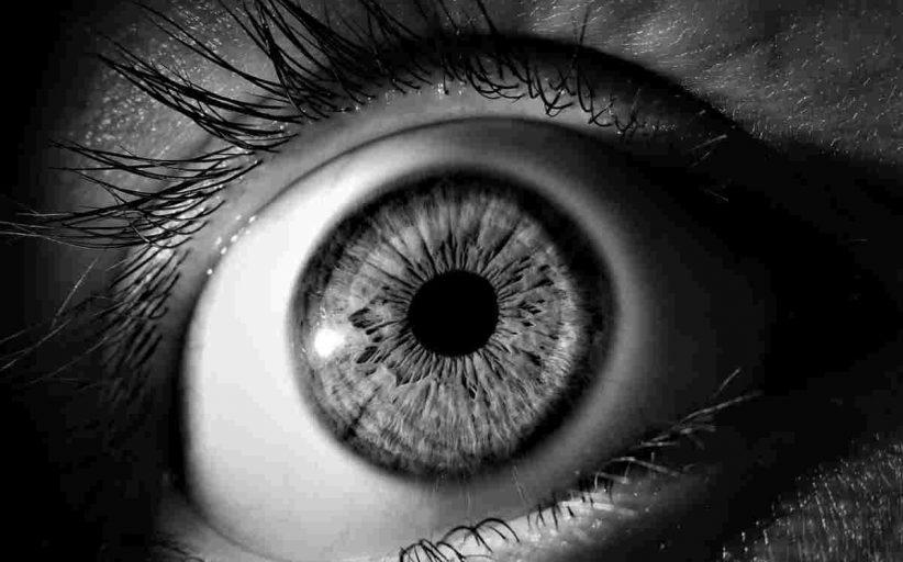 اثرات و عوارض سیگار کشیدن بر چشم ها چیست؟