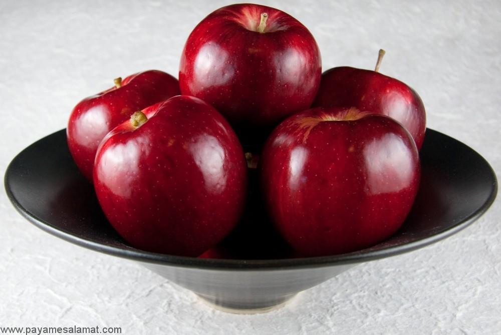 با مقدار ویتامین های موجود در سیب و مزایای این میوه بیشتر آشنا شوید