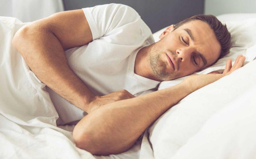 ۱۸ نکته ساده که به شما در به خواب رفتن سریع کمک می کند