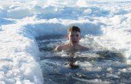 مزایای شنا کردن در آب سرد برای بدن و نکاتی که باید در این شرایط رعایت کنید