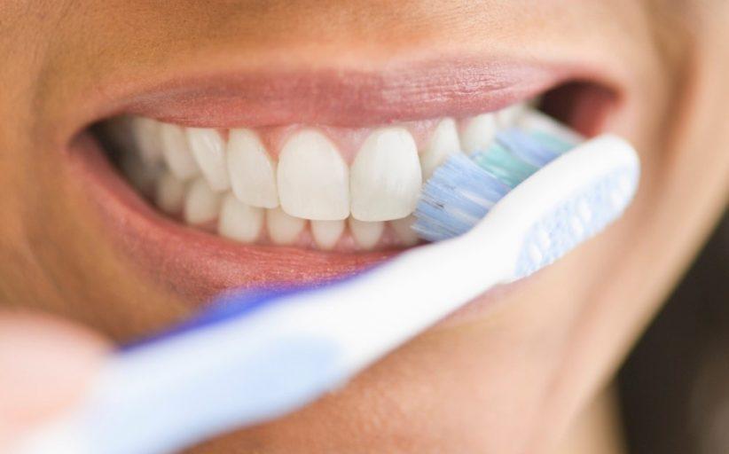 حذف لکه های سفید روی دندان به روش های ساده