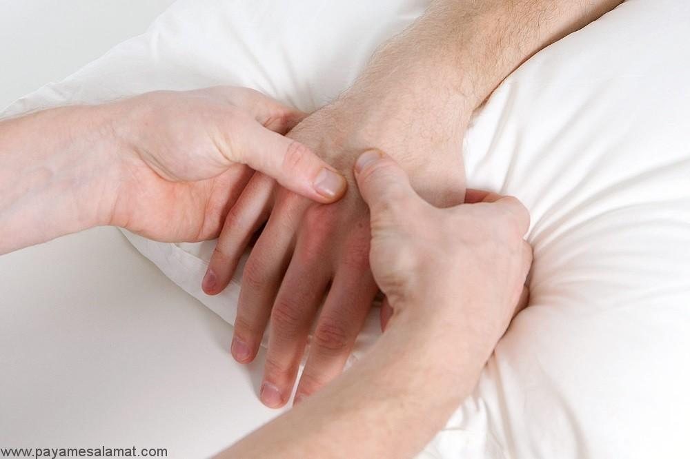 بی حسی یا سوزش دست پس از بیدار شدن از خواب