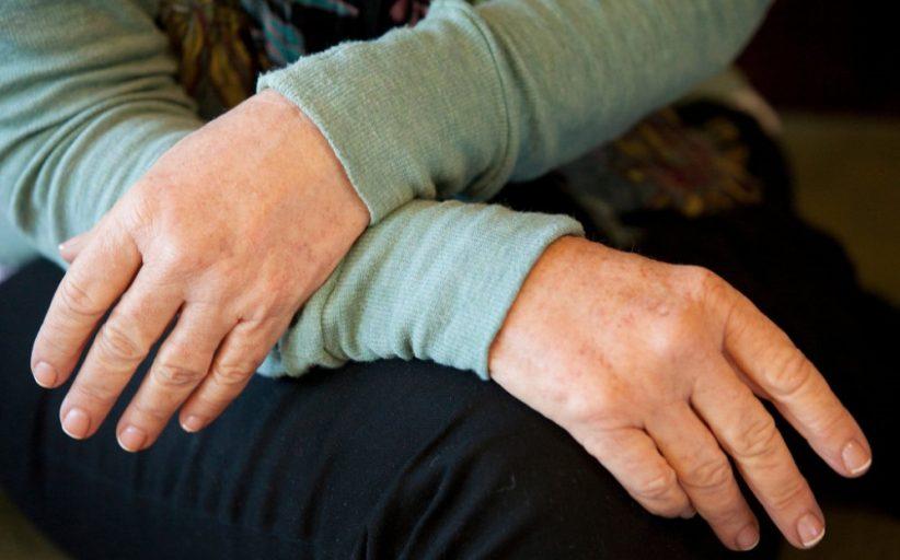 روش های ساده و خانگی برای درمان چروک دست