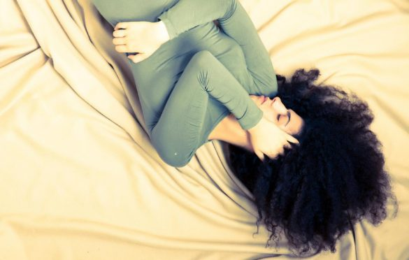 چه عواملی باعث ایجاد درد شکم و سردرد می شوند