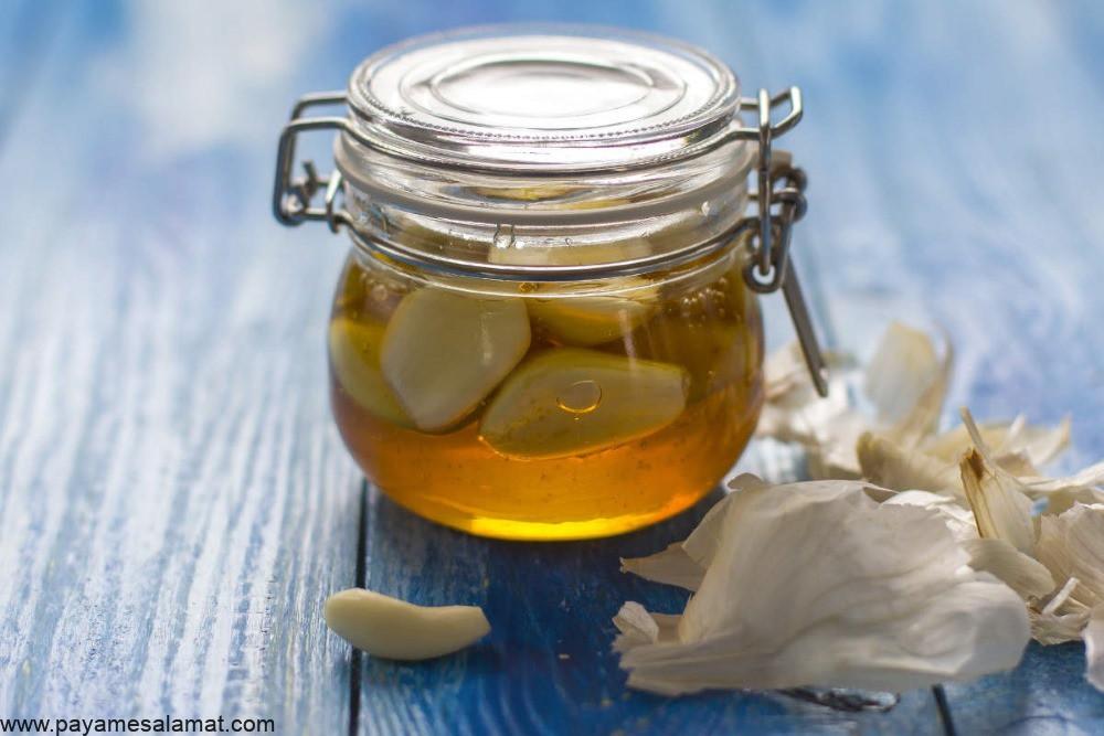 موارد استفاده، فواید و عوارض جانبی مصرف ترکیب سیر و عسل برای بدن چیست؟