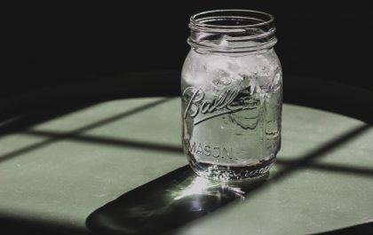 آیا نوشیدن آب می تواند به شما در کاهش وزن کمک کند؟